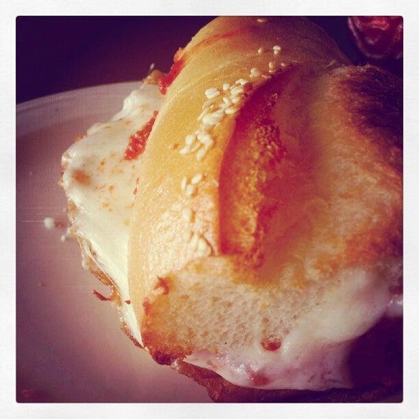 Das Foto wurde bei Mona Lisa Italian Restaurant von Shelly H. am 8/30/2012 aufgenommen