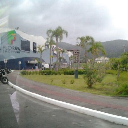 Снимок сделан в Floripa Shopping пользователем Carol S. 12/30/2011