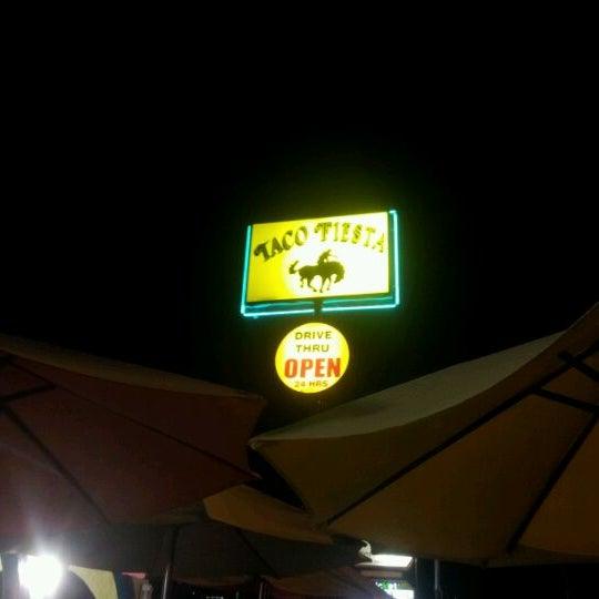 Foto tomada en Taco Fiesta por Rob S. el 12/26/2011