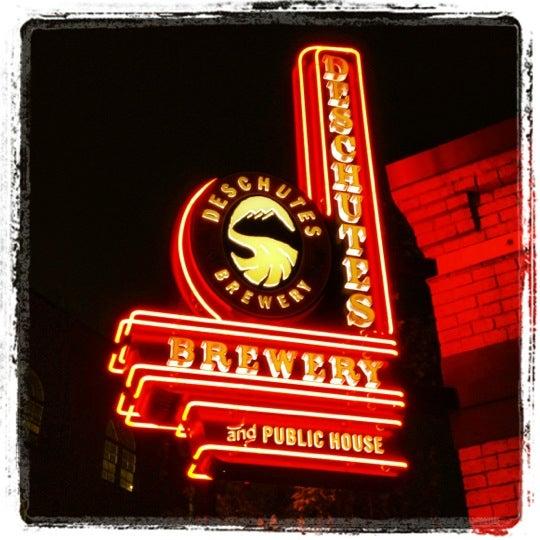 Foto tomada en Deschutes Brewery Portland Public House por Chuck P. el 6/29/2012