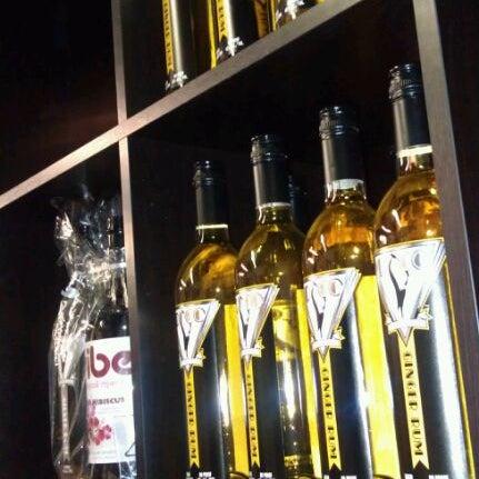 Foto tomada en Eastside Distilling por Monica H. el 12/14/2011