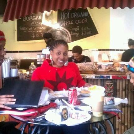 Foto scattata a Sankofa Books & Video da Maurice M. il 1/14/2012