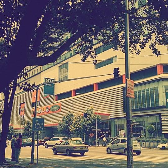 Снимок сделан в Metrópoli Patriotismo пользователем Pamiel M. 8/2/2012