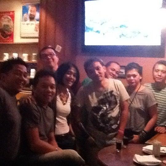 Foto tomada en Die Stube German Bar & Resto por Estée J. el 2/20/2012