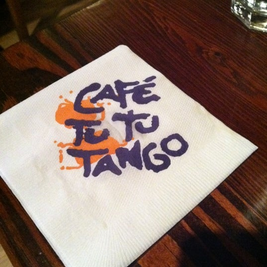 Foto diambil di Café Tu Tu Tango oleh Mike B. pada 2/14/2012