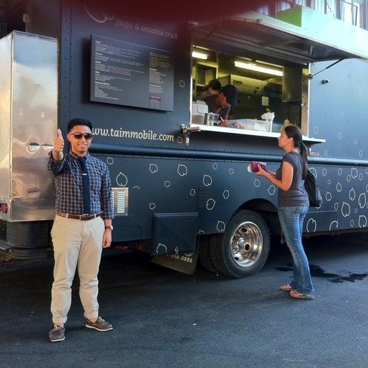 7/5/2011 tarihinde Robespierreziyaretçi tarafından Taïm Mobile Falafel & Smoothie Truck'de çekilen fotoğraf