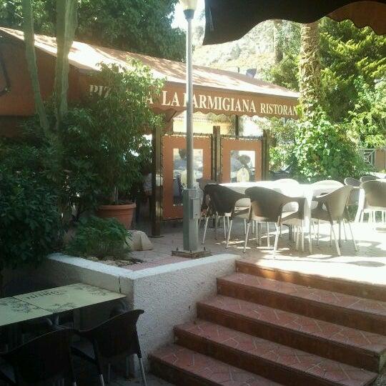 รูปภาพถ่ายที่ La Parmigiana โดย Luis F. เมื่อ 9/2/2012