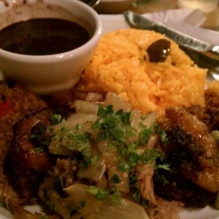 Foto diambil di El Meson de Pepe Restaurant & Bar oleh Dwayne B. pada 2/4/2012