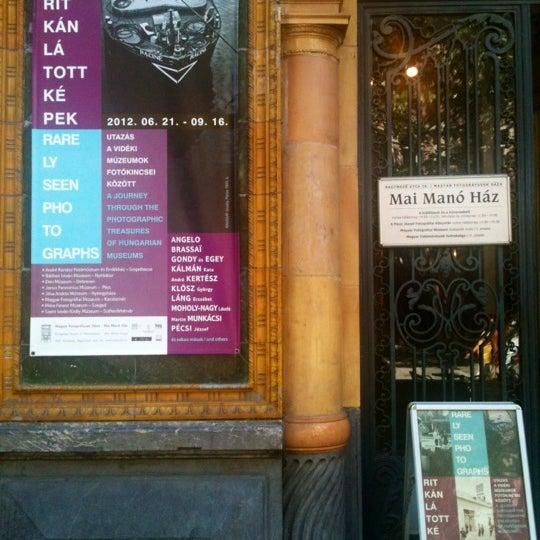 Foto tirada no(a) Mai Manó Gallery and Bookshop por Manó M. em 7/14/2012