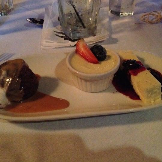 Foto tomada en Portland City Grill por Linda M. el 4/25/2012