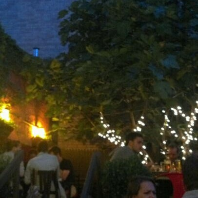 Foto tomada en OAK Restaurant & Wine Bar por Vanessa J. el 6/3/2012