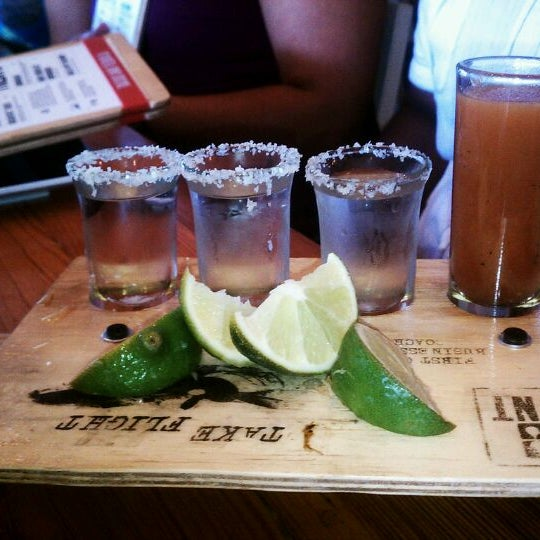 Снимок сделан в TNT - Tacos and Tequila пользователем Your Happy Hour Hero h. 4/6/2012