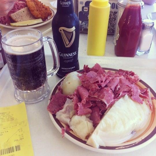 Foto diambil di Manny's Cafeteria & Delicatessen oleh Brett M. pada 3/17/2012