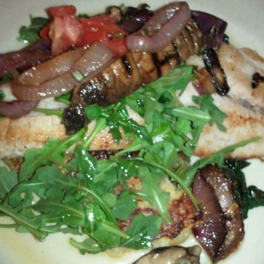 Foto tomada en Southridge Seafood Grill por Johanne J. el 3/19/2012