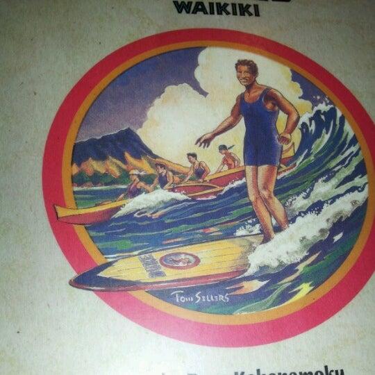 Foto tomada en Duke's Waikiki por Cheryl E. el 6/30/2012