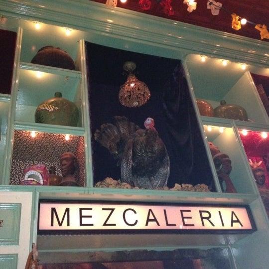 Foto tomada en Casa Mezcal por Jasmyne el 4/11/2012