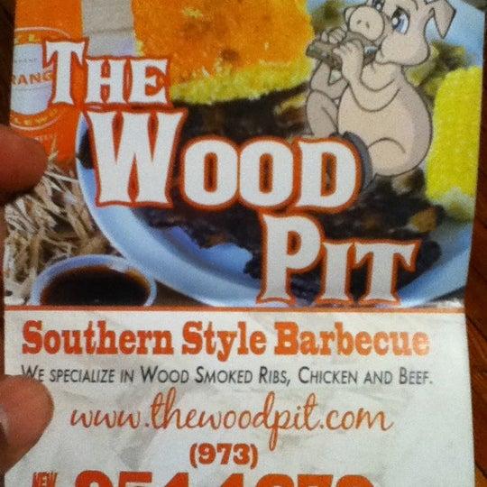 3/3/2012에 Stacee R.님이 The Wood Pit Barbecue에서 찍은 사진