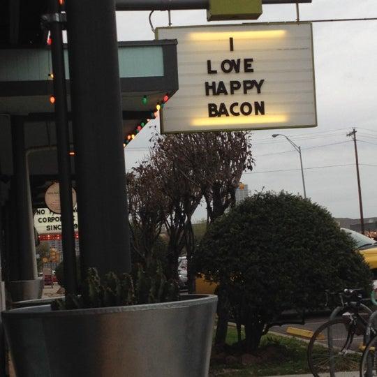 3/7/2012にMeg M.がSnack Barで撮った写真