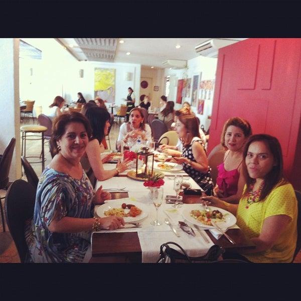 5/31/2012 tarihinde Maria Excelsa C.ziyaretçi tarafından Limone Restaurante e Café'de çekilen fotoğraf