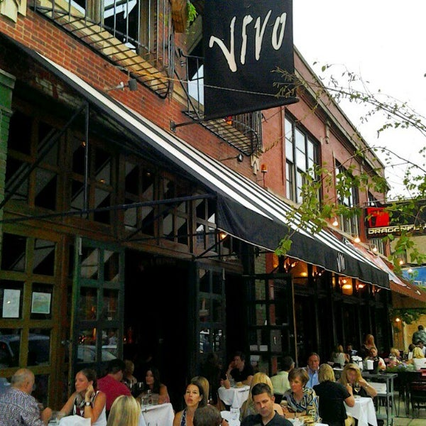 Foto diambil di Vivo Restaurant oleh Alison D. pada 6/24/2012