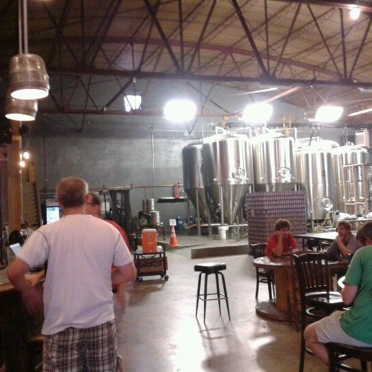 Foto diambil di Good People Brewing Company oleh Manny H. pada 8/2/2012