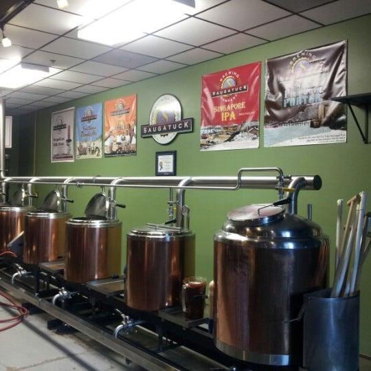Снимок сделан в Saugatuck Brewing Company пользователем Smallbizwhiz 7/21/2012