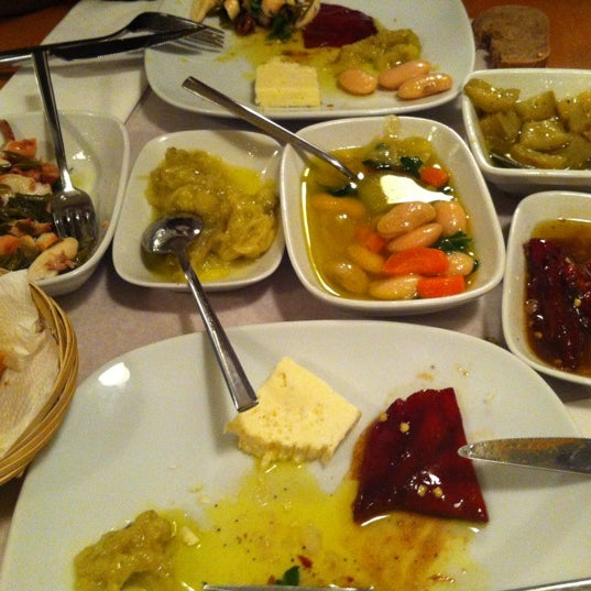 Foto tomada en Sıdıka Meze Restoranı por Neslihan ® el 4/11/2012