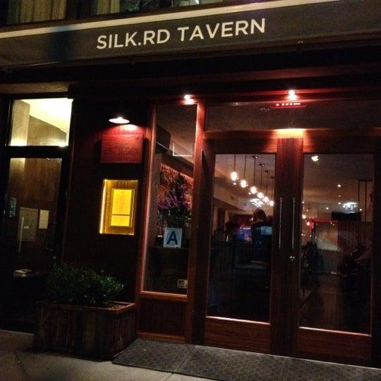 Foto diambil di Silk Rd Tavern oleh Carrie pada 9/12/2012