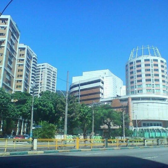 3/21/2012 tarihinde Rogério M.ziyaretçi tarafından Shopping Tijuca'de çekilen fotoğraf
