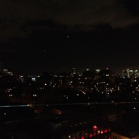 Foto scattata a Plunge Rooftop Bar & Lounge da Alicia A. il 7/31/2012