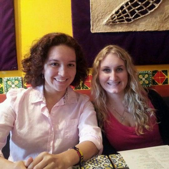 รูปภาพถ่ายที่ Olé โดย Ashley W. เมื่อ 5/5/2012