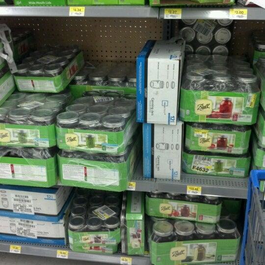 Das Foto wurde bei Walmart von Eden am 8/29/2012 aufgenommen