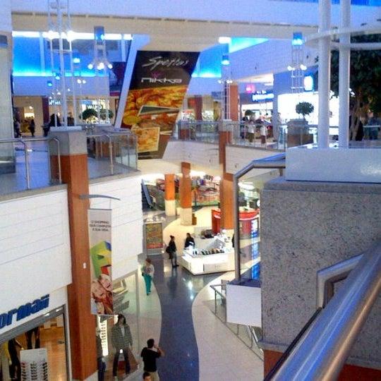 Снимок сделан в Floripa Shopping пользователем José Maria D. 5/16/2012