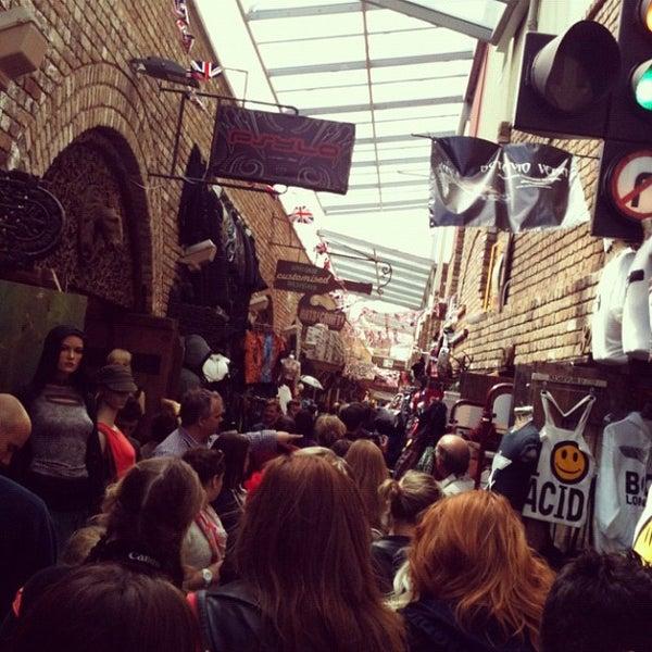 Foto tirada no(a) Camden Stables Market por Backpacker Jam em 6/16/2012