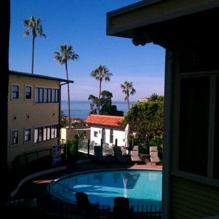 Foto tirada no(a) Nine-Ten Restaurant and Bar por Nicole em 2/5/2012