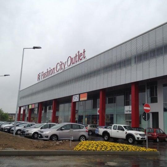 Fashion City Outlet - San Giuliano Milanese\'de Alışveriş Merkezi\'da ...