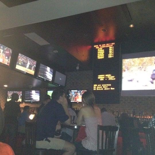 Das Foto wurde bei Redline von Candace am 5/26/2012 aufgenommen