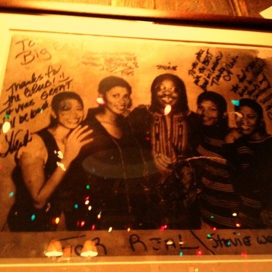 Foto tirada no(a) Big Easy Bar.B.Q & Crabshack por Theo B. em 8/10/2012