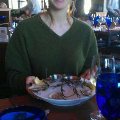 Das Foto wurde bei Fish Story von Zoe B. am 2/4/2012 aufgenommen