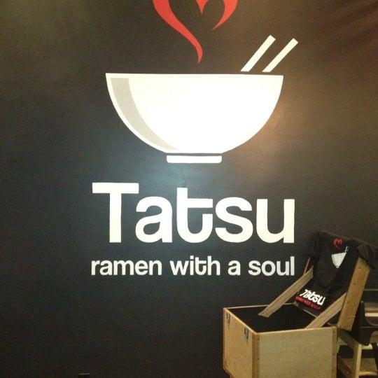 6/16/2012 tarihinde Ian D.ziyaretçi tarafından Tatsu Ramen'de çekilen fotoğraf