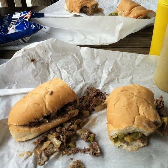 Foto scattata a Woody's Famous CheeseSteaks da Keaton M. il 4/21/2012