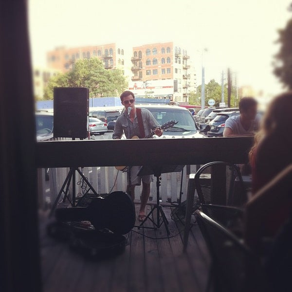 Foto tirada no(a) The Big Ketch Saltwater Grill por Allie L. em 7/6/2012
