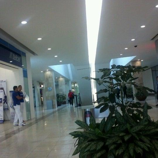 Снимок сделан в Plaza Universidad пользователем Pako Arit 7/14/2012