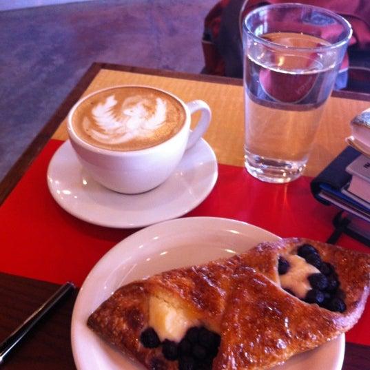 3/25/2012에 Nic B.님이 Peace Coffee Shop에서 찍은 사진