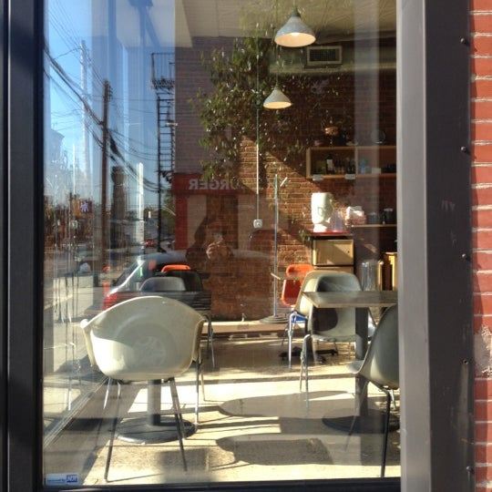 Foto diambil di Communitea oleh JetzNY pada 5/19/2012