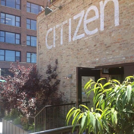 Photo prise au Citizen Bar Chicago par Corey R. le6/22/2012
