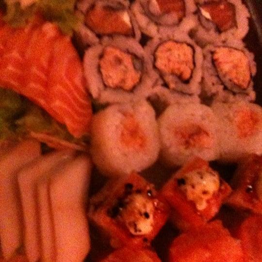 Foto tirada no(a) Kodai Sushi por Marcus P. em 4/26/2012