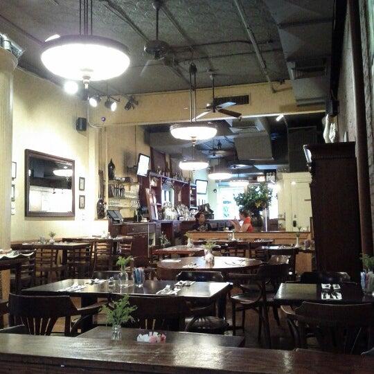 รูปภาพถ่ายที่ Cupping Room Cafe โดย Carlos E. เมื่อ 7/7/2012
