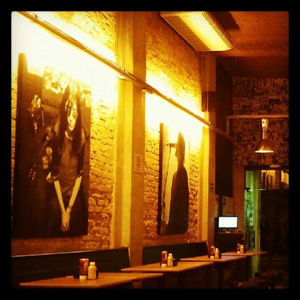 5/29/2012 tarihinde Renato c.ziyaretçi tarafından Rock 'n' Roll Burger'de çekilen fotoğraf