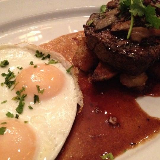 Das Foto wurde bei Beacon Restaurant & Bar von Ben T. am 7/8/2012 aufgenommen